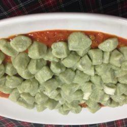 gnocchi verdi con sugo alla buttera di verdure